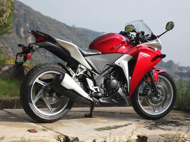 motocikl-honda-cbr250-2