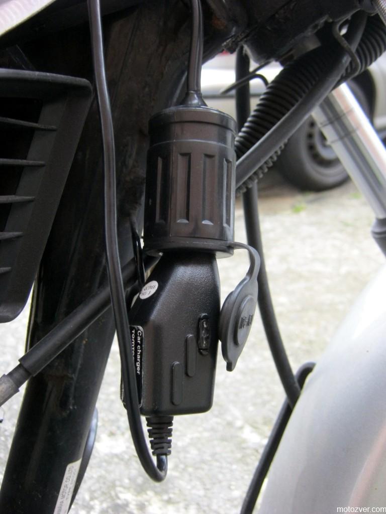 Адаптер прикуривателя на мотоцикле